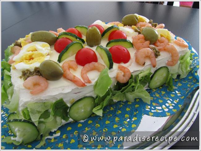 Smörgåstårta med gröna oliver